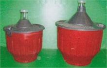 Bonbonnes en verre habillées plastique plein rouge